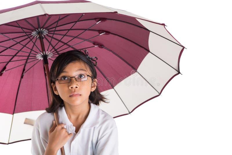 Niña y paraguas X imagen de archivo