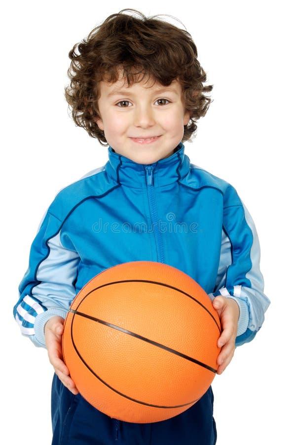 Niño adorable que juega al baloncesto imágenes de archivo libres de regalías