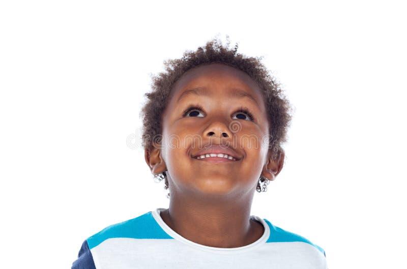 Niño afroamericano adorable que mira para arriba imagenes de archivo