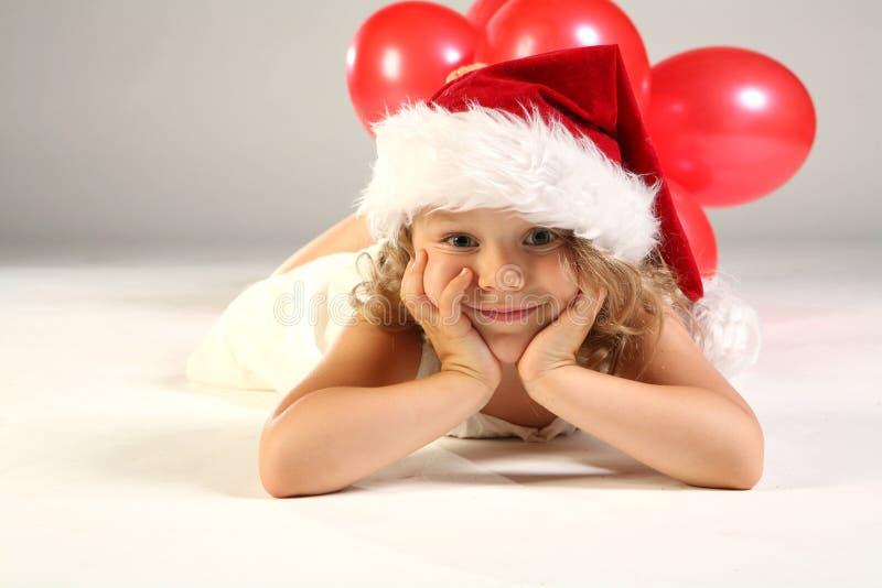 Niño como pequeño Papá Noel foto de archivo libre de regalías