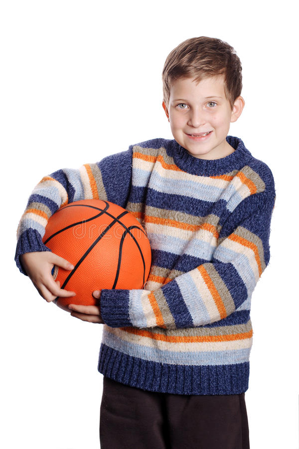 Niño con baloncesto foto de archivo