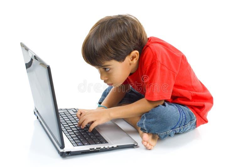 Niño con el cuaderno foto de archivo libre de regalías