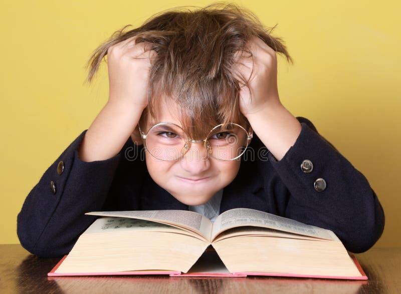 Niño con el libro fotografía de archivo libre de regalías