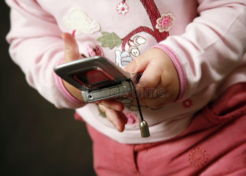 Niño con el teléfono fotos de archivo