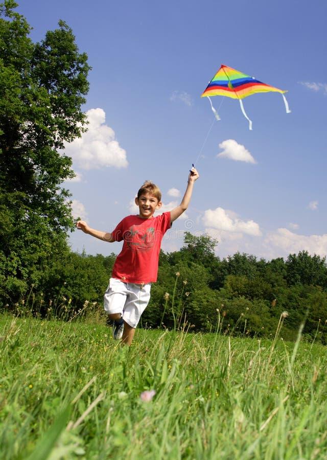 Niño con la cometa fotos de archivo libres de regalías