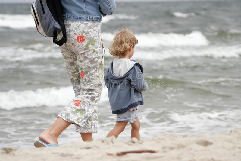 Niño con la madre foto de archivo libre de regalías