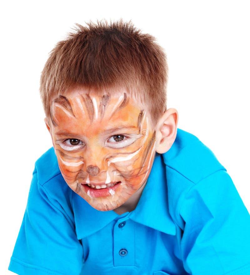 Niño con la pintura de la cara. Aislado. foto de archivo