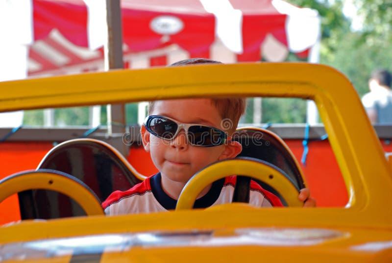 Niño con las gafas de sol imágenes de archivo libres de regalías