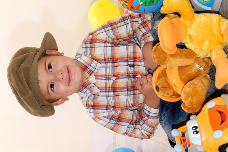 Niño con los juguetes imagen de archivo libre de regalías