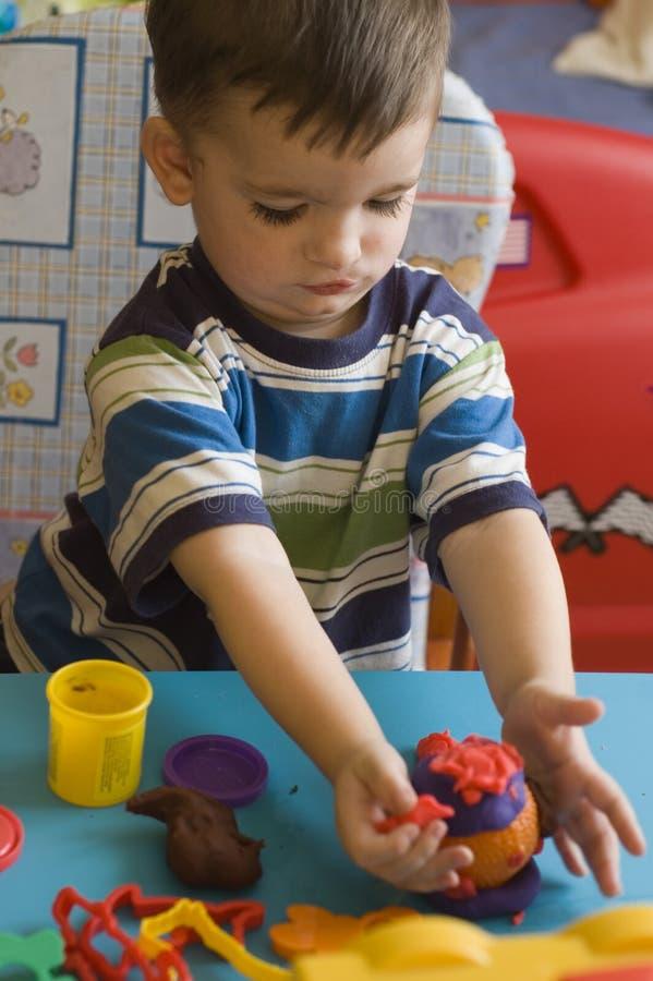 Niño con los juguetes imágenes de archivo libres de regalías