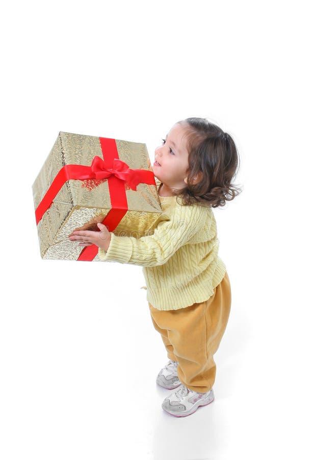 Niño con un regalo de la Navidad imágenes de archivo libres de regalías
