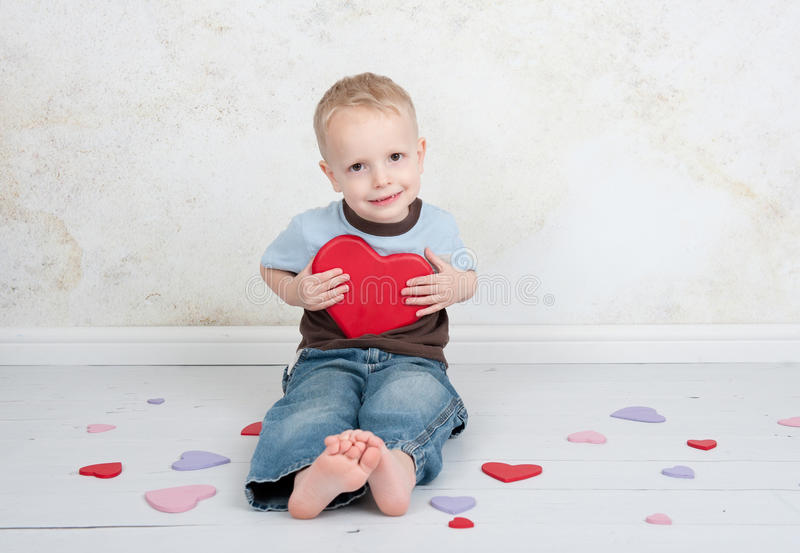 Niño de amor de la tarjeta del día de San Valentín imagen de archivo libre de regalías