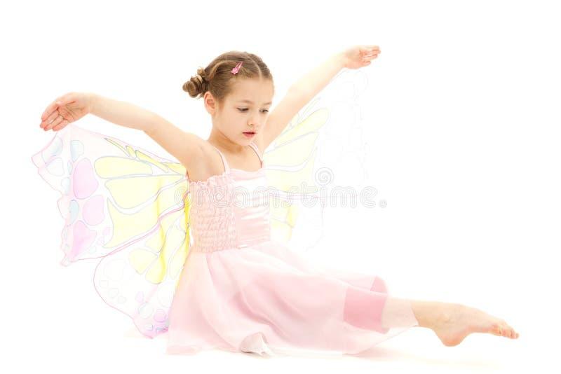 Niño de la muchacha vestido en traje de la bailarina de la mariposa fotografía de archivo