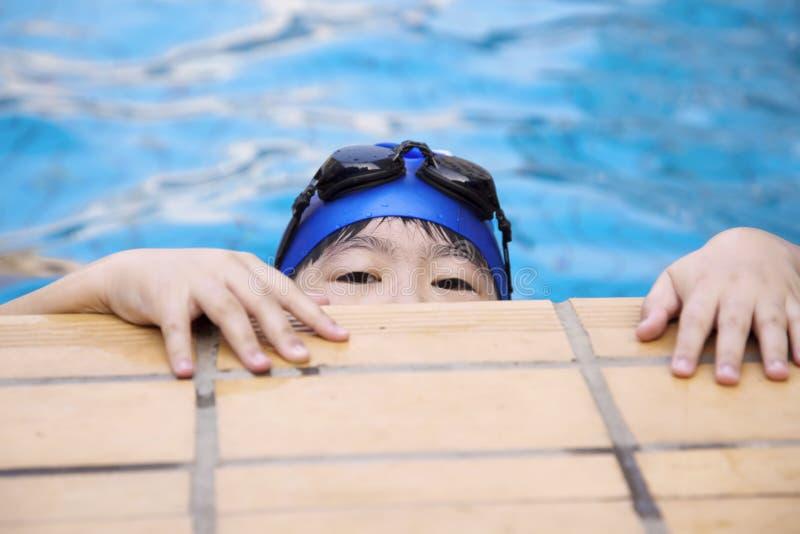 Niño de la natación imagenes de archivo
