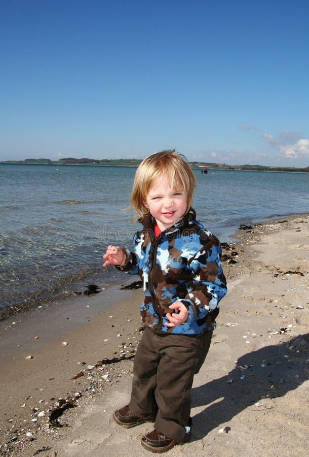 Niño de la playa del día de fiesta foto de archivo libre de regalías