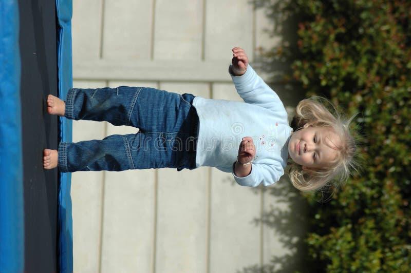 Niño de salto fotos de archivo libres de regalías