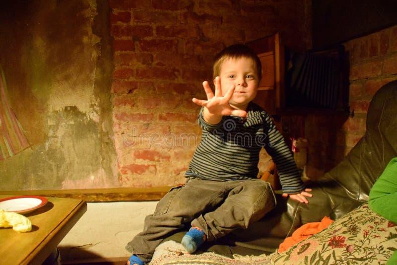 Niño del inconformista foto de archivo
