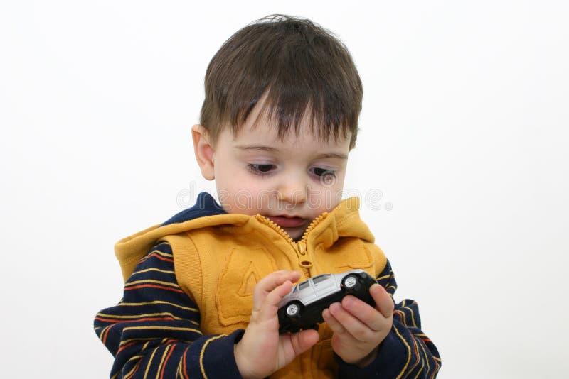 Niño del muchacho en ropa de la caída imagenes de archivo