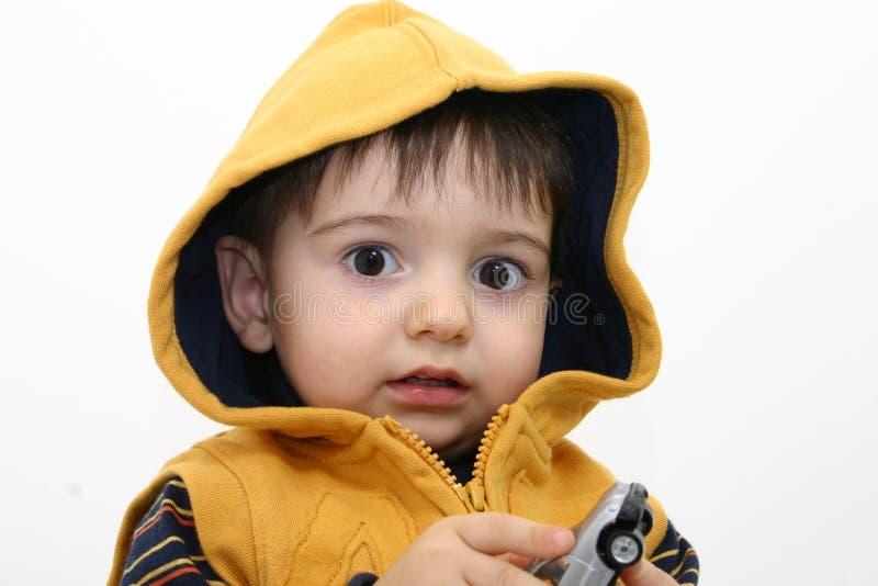 Niño del muchacho en ropa de la caída fotografía de archivo