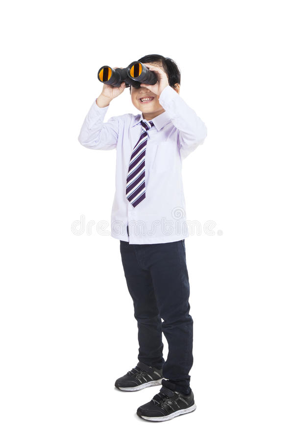 Niño del negocio que mira a través de los prismáticos - aislados fotos de archivo
