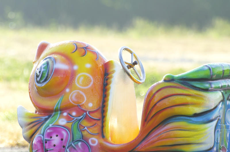 Niño del paseo del parque de atracciones colorido foto de archivo libre de regalías