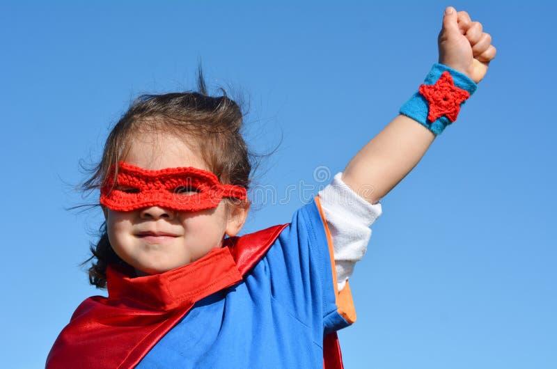 Niño del super héroe - poder de la muchacha fotografía de archivo