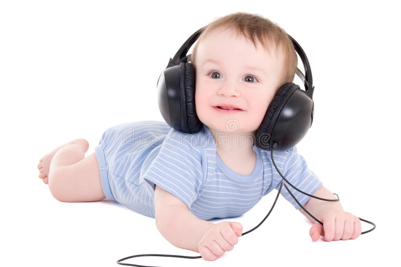 Niño divertido del bebé con los auriculares aislados en blanco imagen de archivo