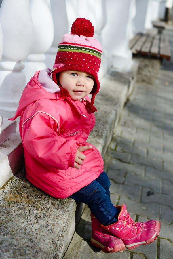 Niño divertido del invierno fotos de archivo