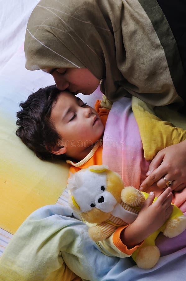 Niño Dormido, En Cama Imagen de archivo