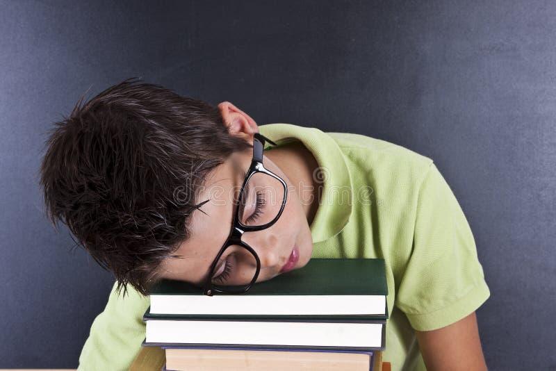 Niño durmiente en escuela imágenes de archivo libres de regalías