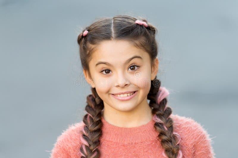 Niño emocional sincero Cara emocional sorprendida muchacha Un qué noticias asombrosamente Concepto de la niñez y de la felicidad  foto de archivo libre de regalías