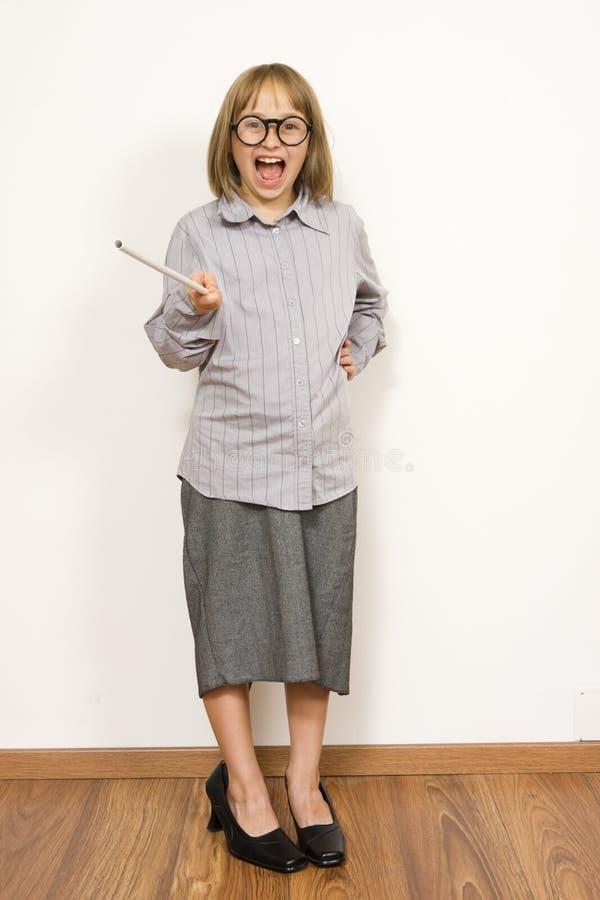 Niño en alineada de s de un adulto ' imagen de archivo libre de regalías