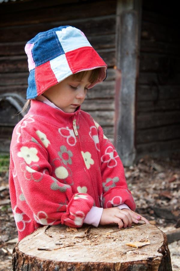 Niño en campo fotos de archivo
