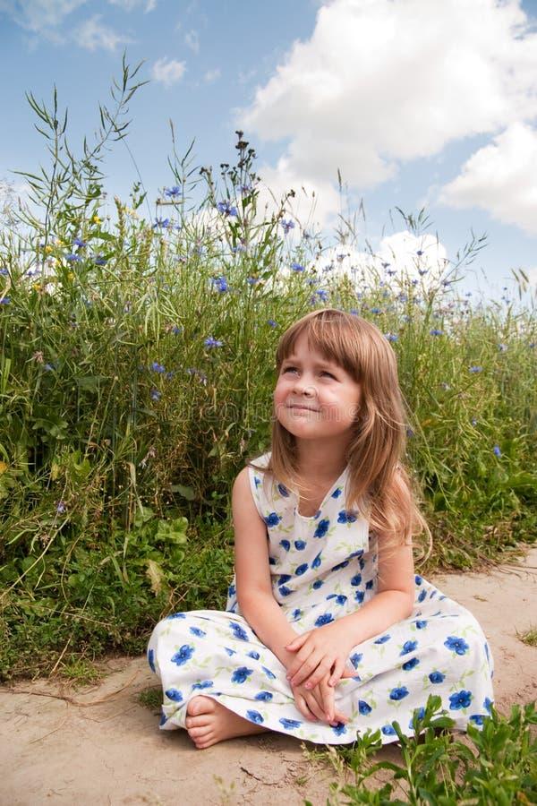 Niño en campo foto de archivo libre de regalías