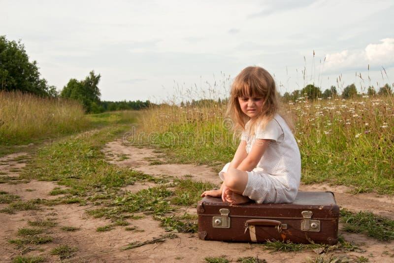 Niño en campo imágenes de archivo libres de regalías