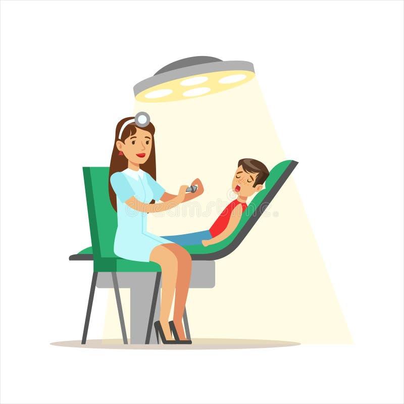Niño en chequeo médico con el doctor de sexo femenino Doing Physical Examination del pediatra que comprueba los dientes para sabe ilustración del vector