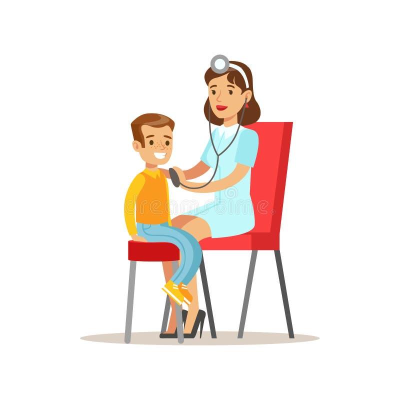 Niño en chequeo médico con el examen femenino del doctor Doing Physical Sthetoscope del pediatra para la salud del preescolar libre illustration