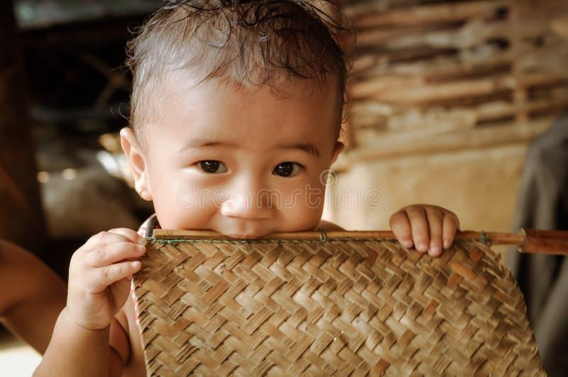 Niño en el campamento de refugiados del Nepali en Nepal imagen de archivo libre de regalías