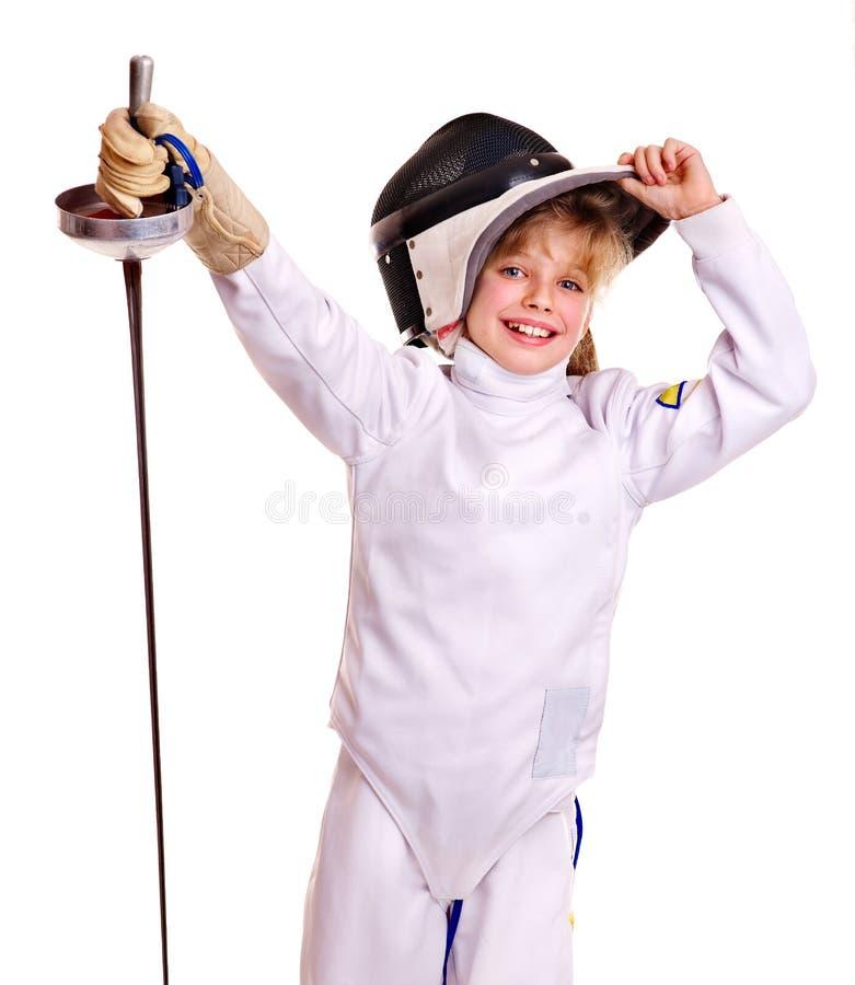 Niño en el cercado de epee de la explotación agrícola del traje. imagen de archivo libre de regalías