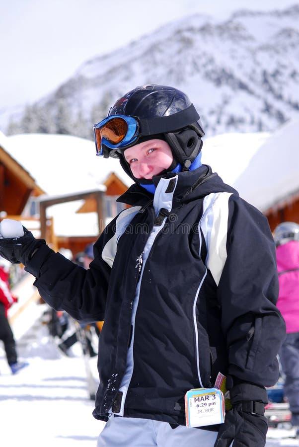 Niño en el resor del esquí en declive fotografía de archivo libre de regalías