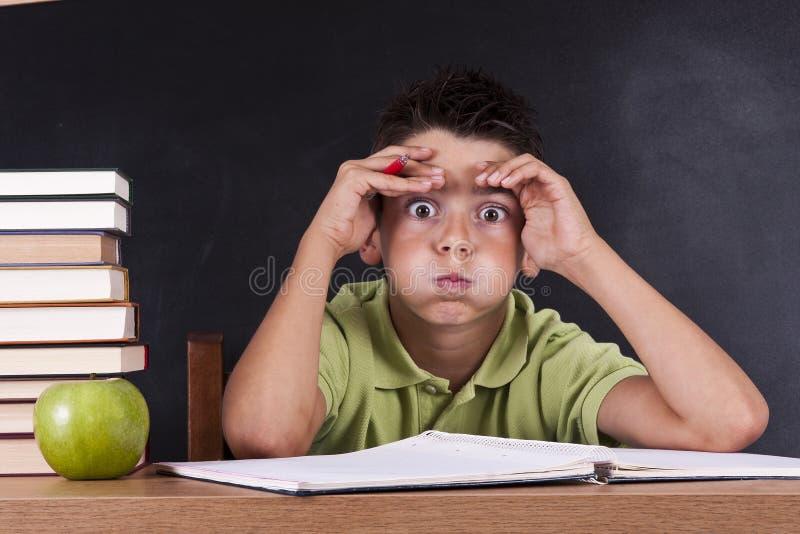 Niño en escuela imagen de archivo