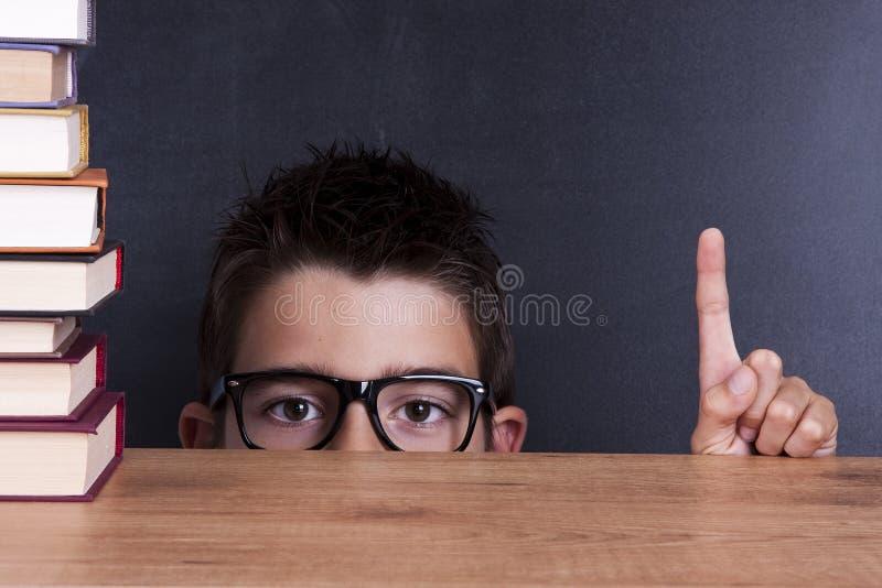 Niño en escuela fotos de archivo
