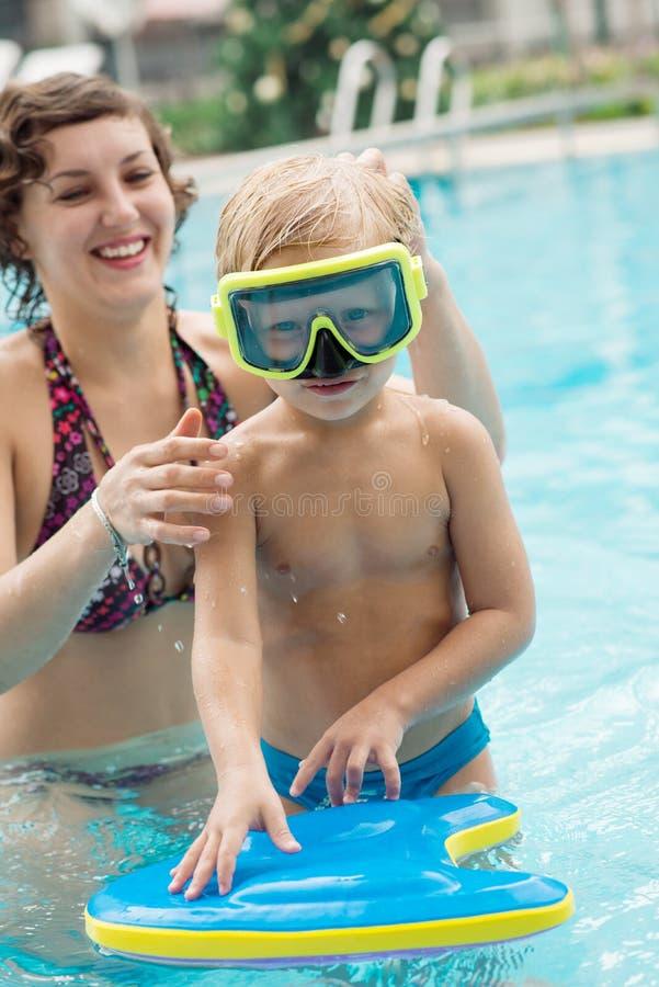 Niño en gafas fotos de archivo libres de regalías