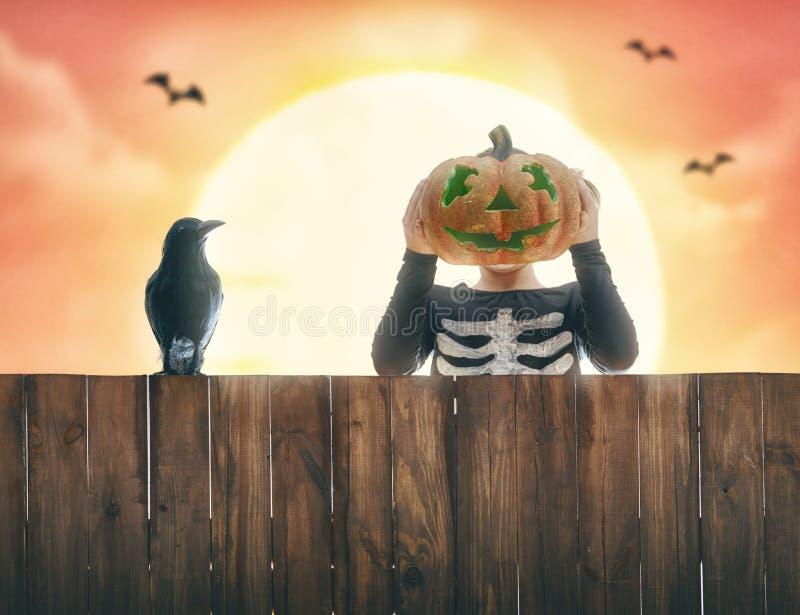 Niño en Halloween foto de archivo libre de regalías