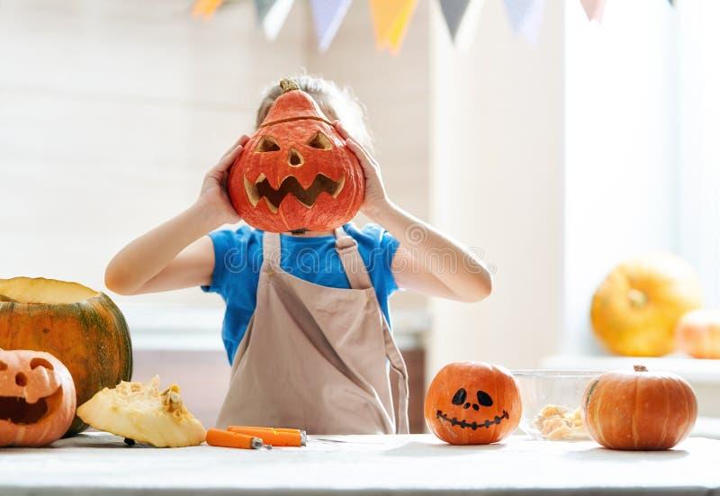 Niño en Halloween fotos de archivo