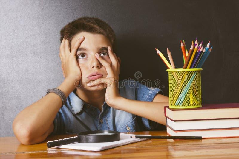 Niño en la escuela imagen de archivo