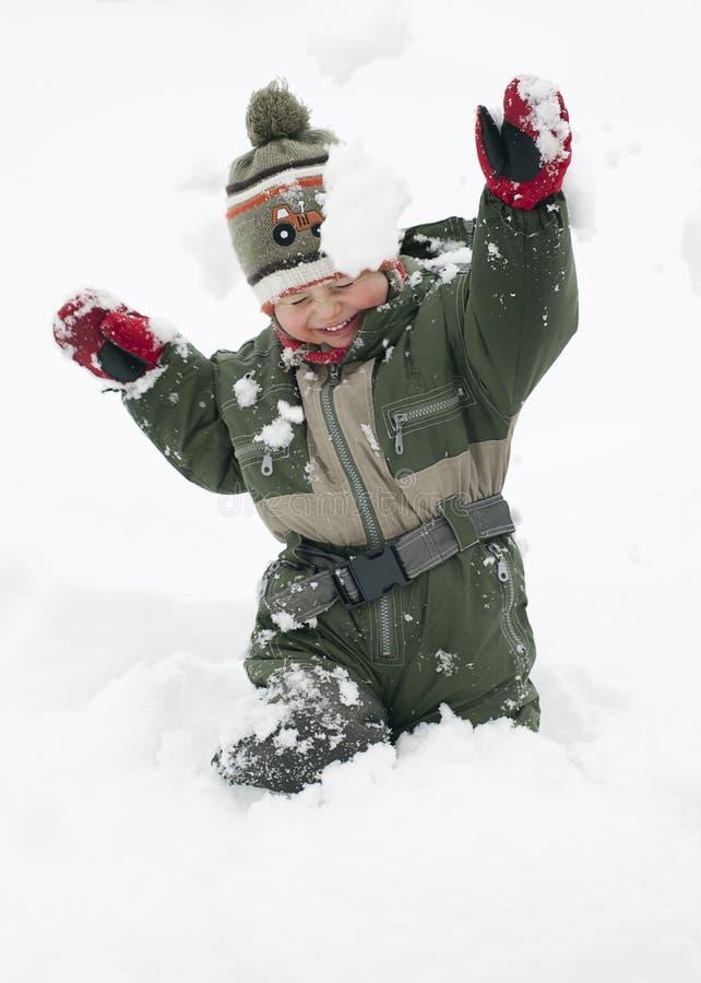 Niño en nieve foto de archivo libre de regalías
