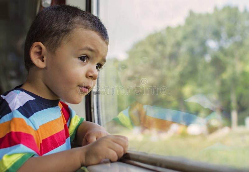 Niño en tren foto de archivo libre de regalías