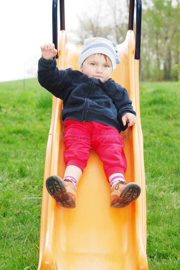 Niño en una diapositiva fotos de archivo