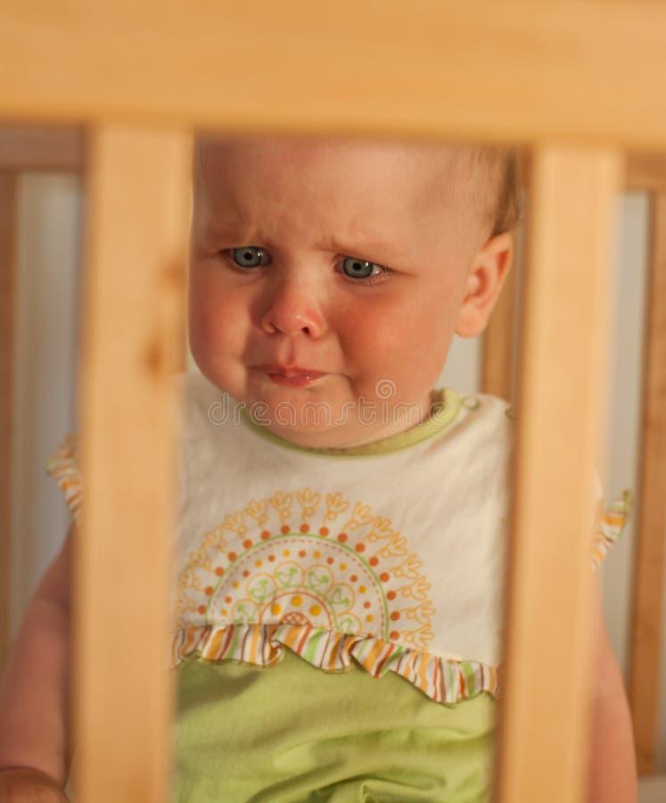 Niño encantador en el pesebre imagen de archivo libre de regalías